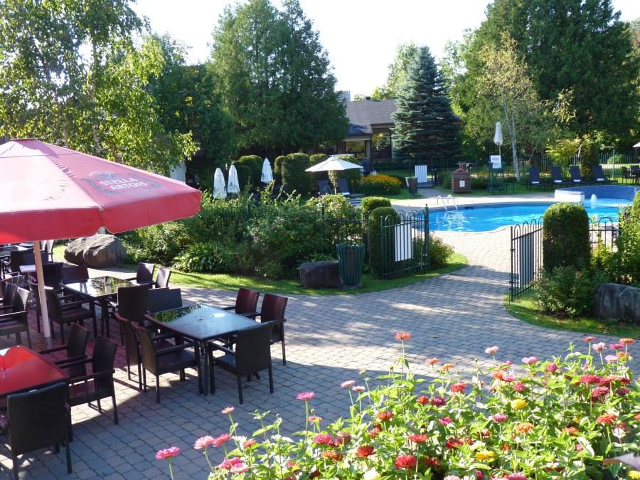 hotel_mont_gabriel_terrasse_piscine