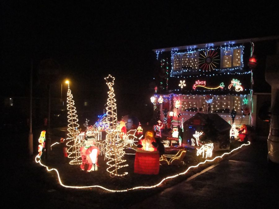 1280px-newport_furrlongs_bottom_house_christmas_decorations_2010